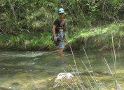 Creuant el riu, tant a l'anar