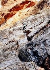 1er. Llarg. Roca grisa als primers metres